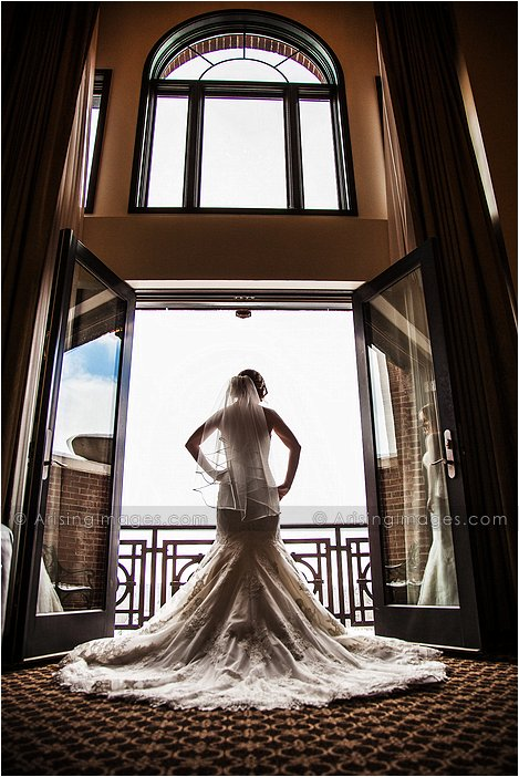 http://www.arisingimages.com/blog/images/2013-02/sears_michiganweddingphotography_02.jpg