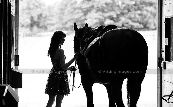 michigan senior pictures at a stable