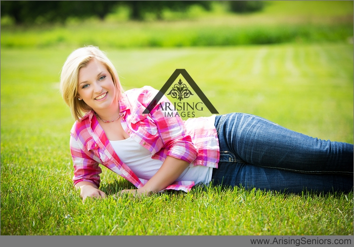 michigan senior pictures on a farm
