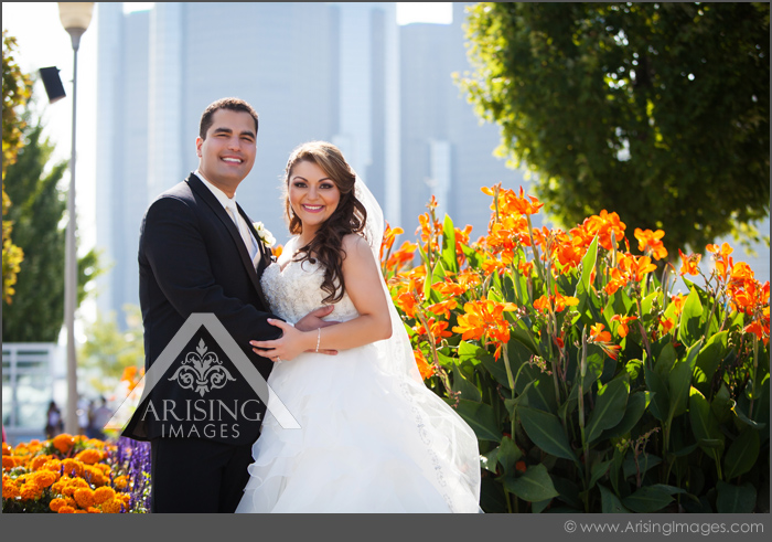 cool wedding photos in downtown detroit