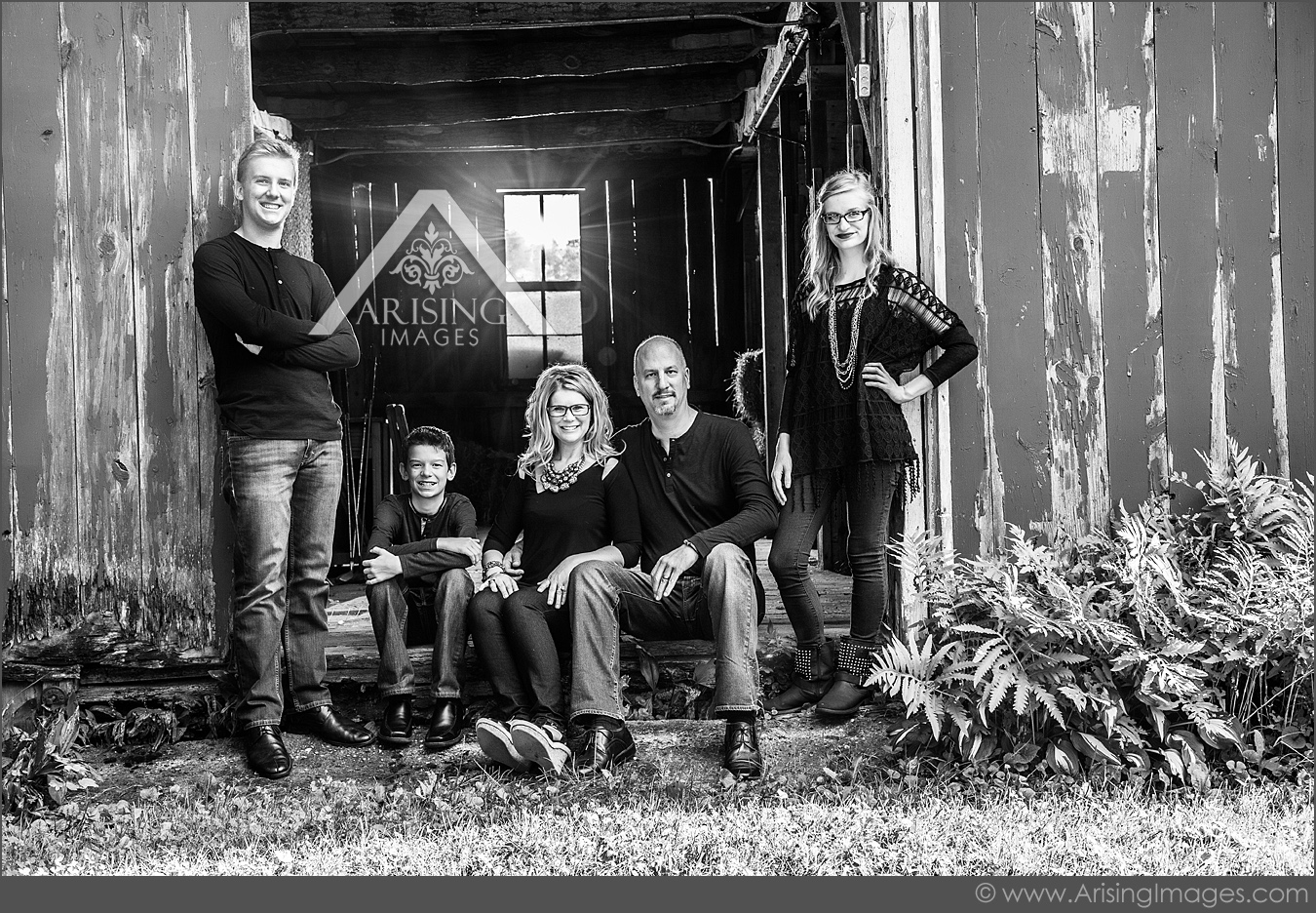 cool farmhouse family pictures in michigan