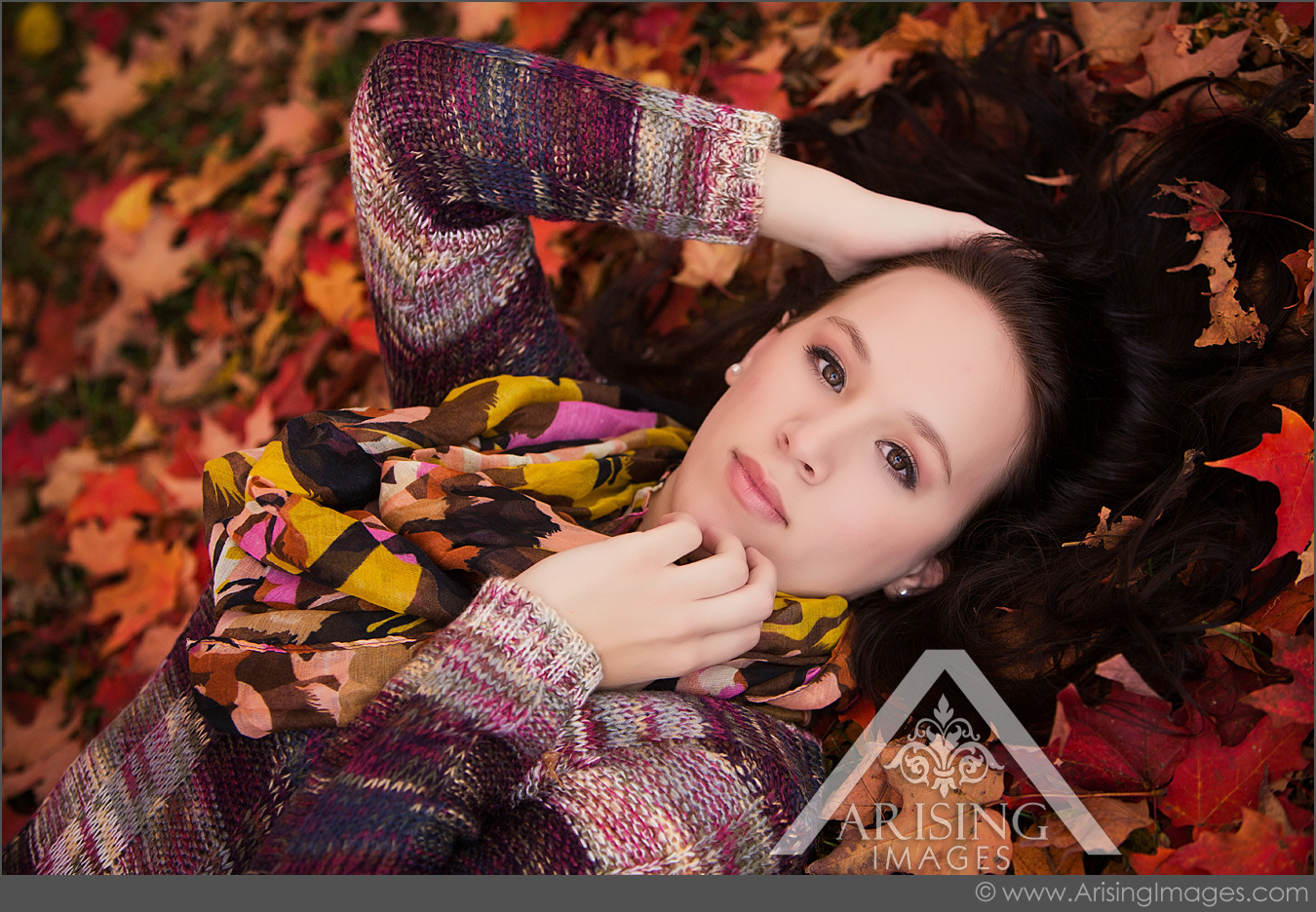 pretty girl senior picture pose in leaves