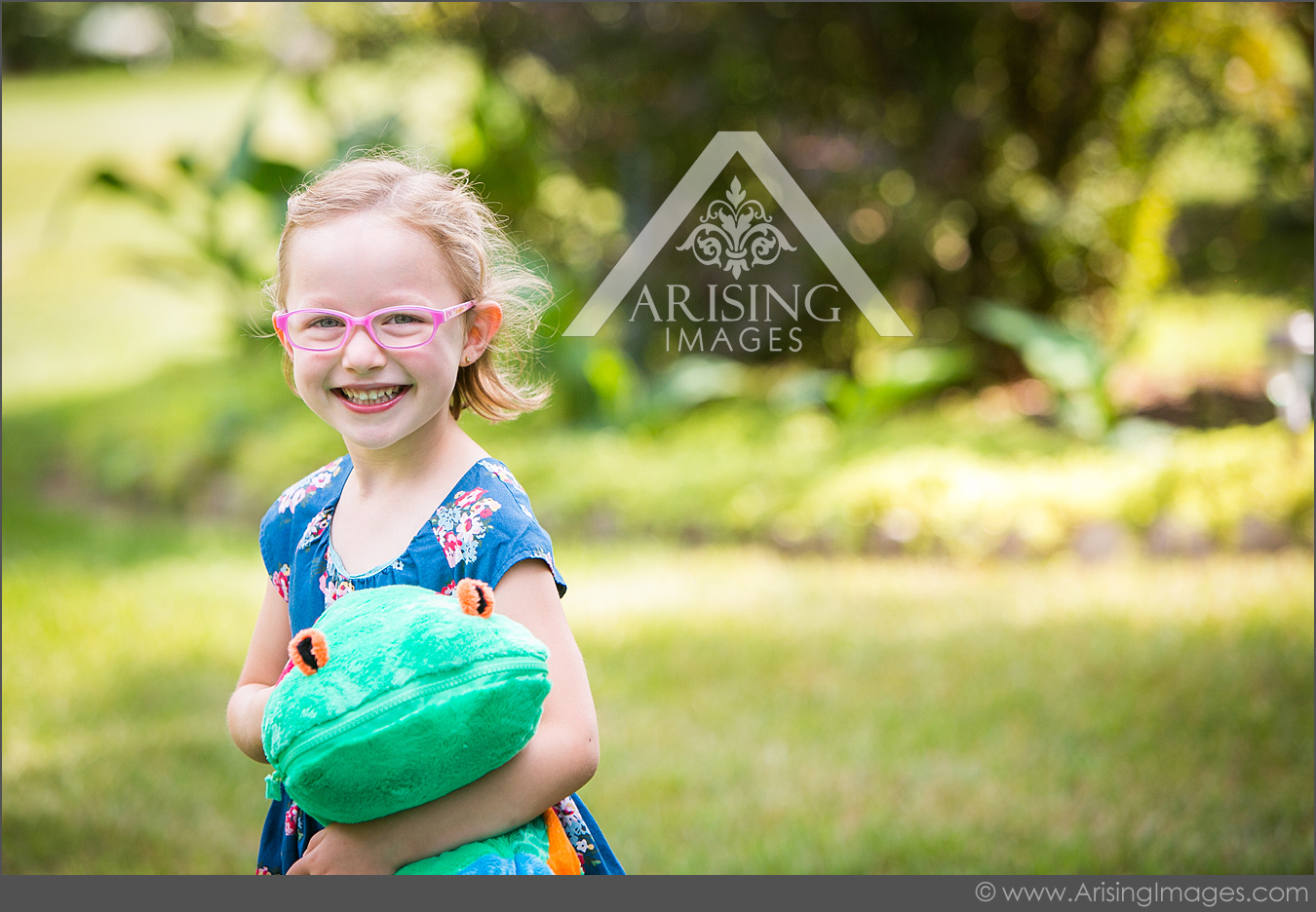 outdoor kid family portraits in michigan