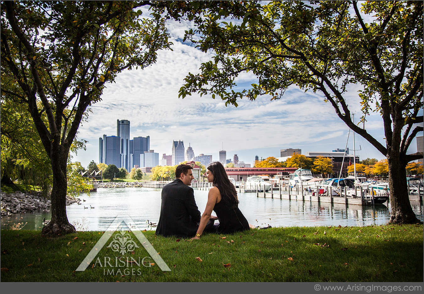 engagement pictures by the detroit skyline