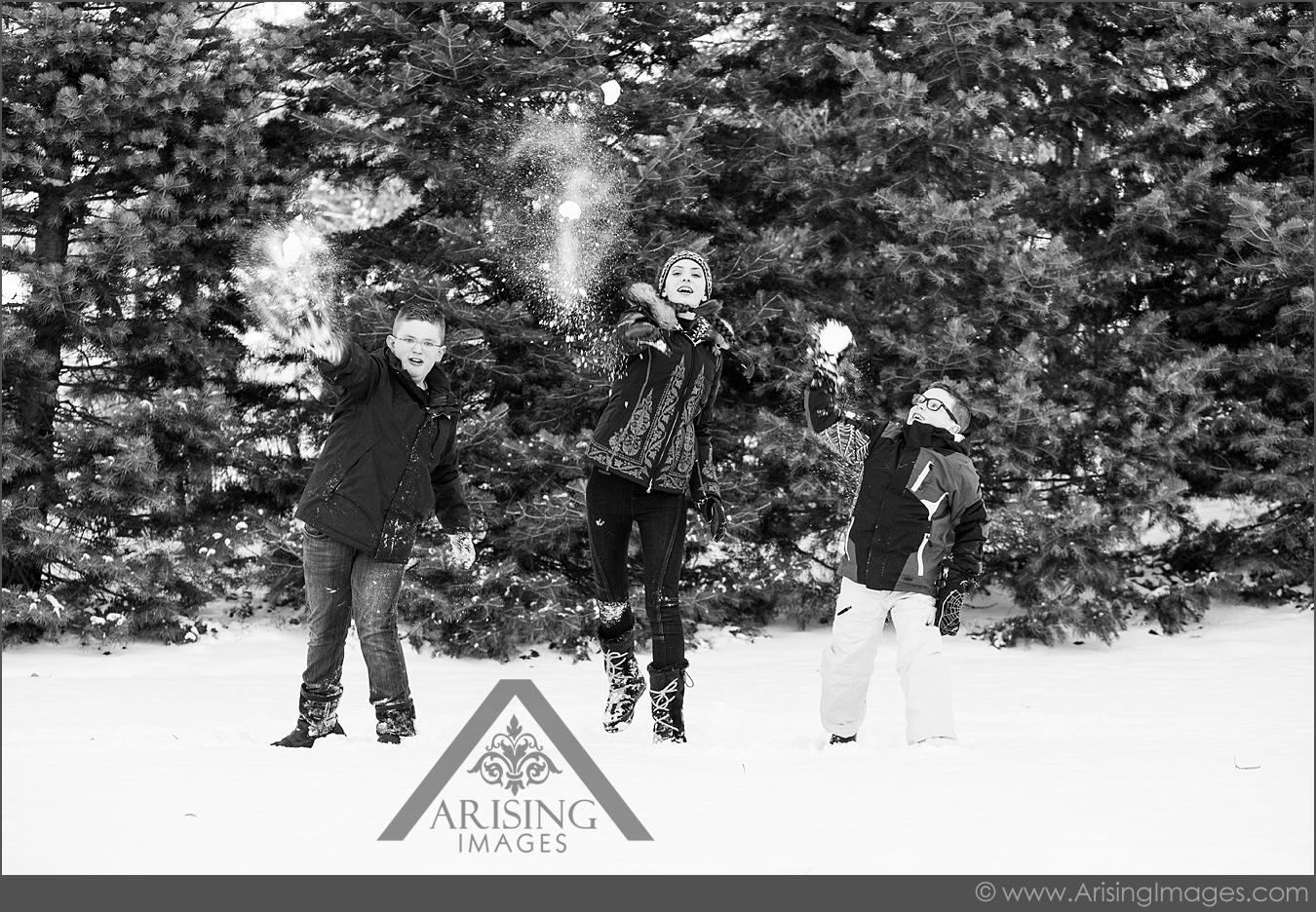 fun winter family pictures in michigan