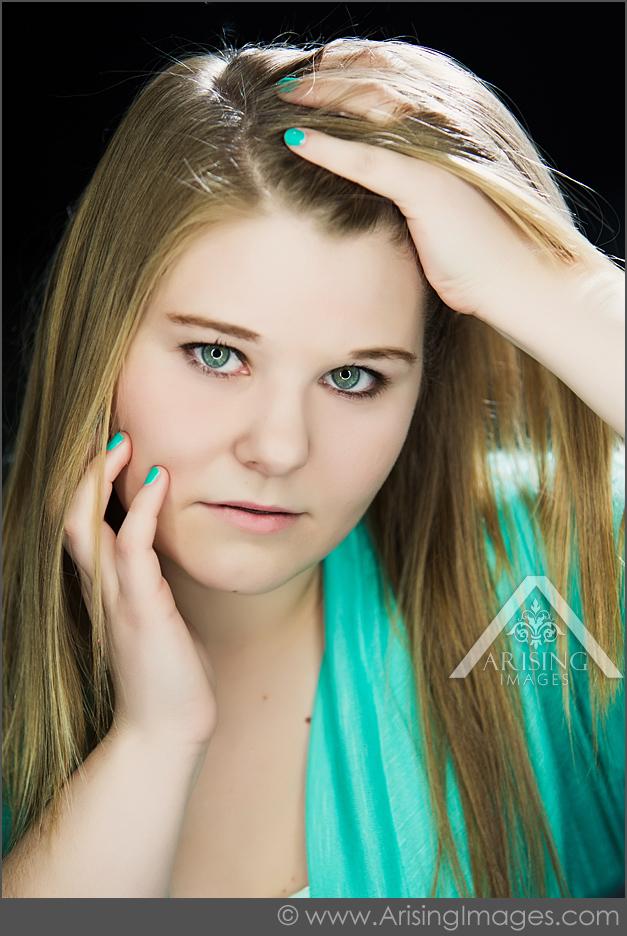 pretty girl senior pictures in michigan