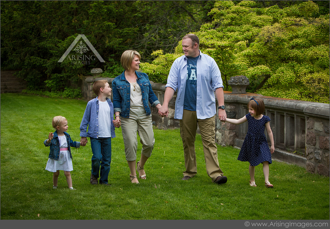 casual outdoor michigan family pictures